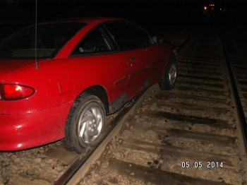 Woman Looking For ATM, Drives On Railroad Tracks - CBS Chicago