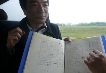 Toru Iwatani shows his original drafts for Pac-Man